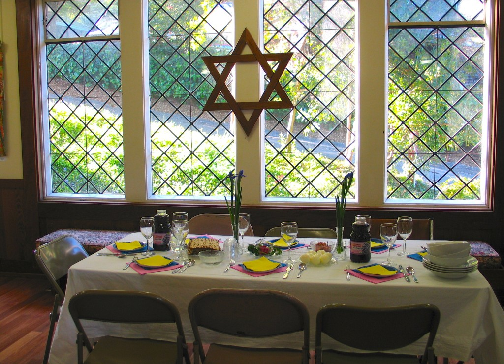 Seder head table