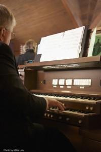 12b Ralph at organ from below D7K_3950