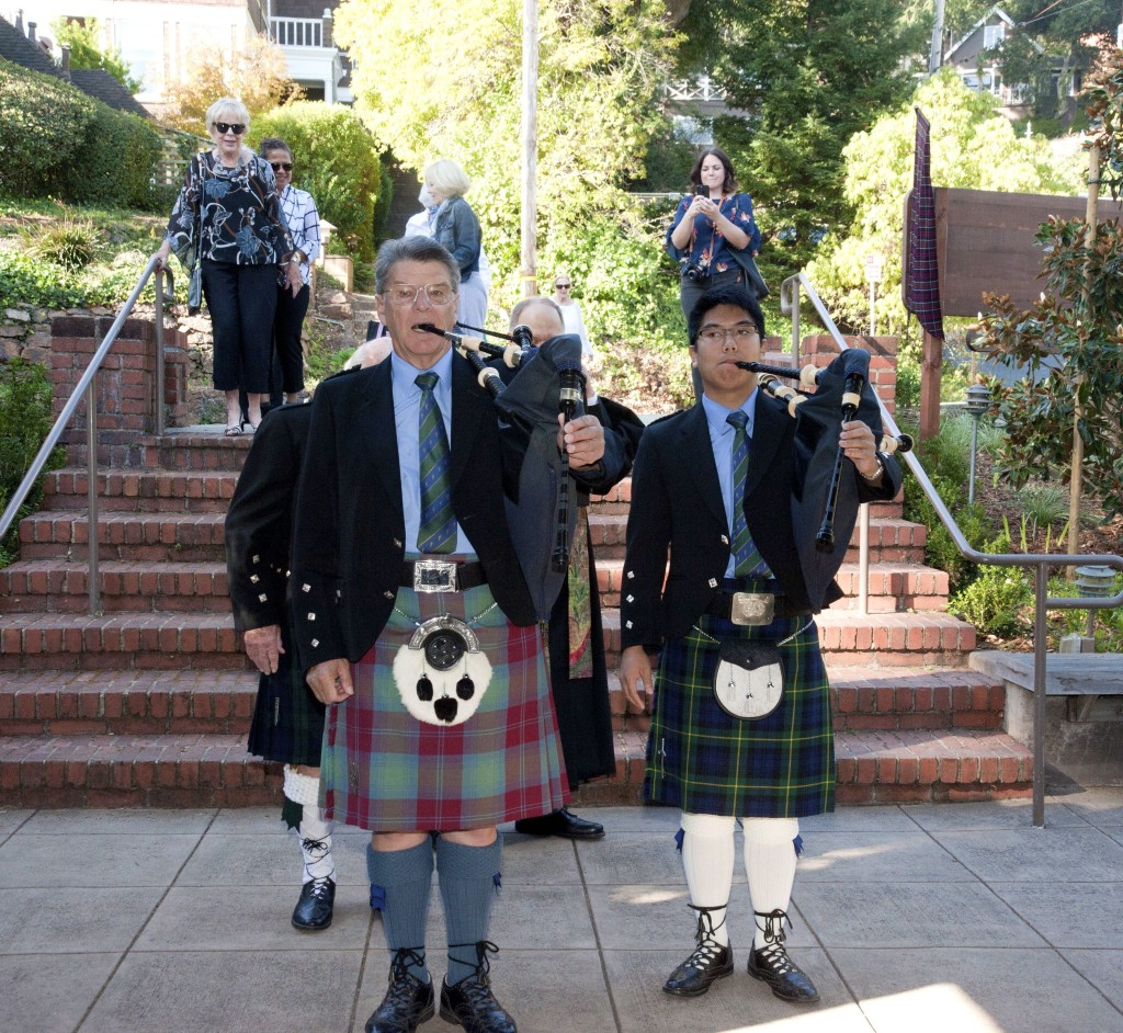 Pipers in front Kirking - 32